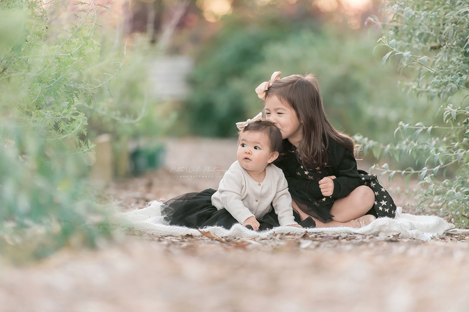 sister love ~ holiday photos {mint hill baby photographer}